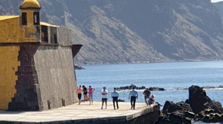 Polícia manda circular pessoas que se encontravam junto ao Forte de S. Tiago